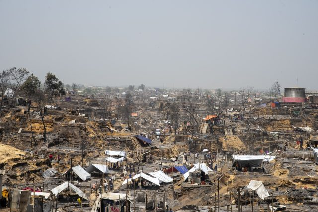 More than 10,000 refugee shelters were damaged when a devastating fire broke out in Cox's Bazar Rohingya camp, Bangladesh. Some 45,000 Rohingya refugees have been displaced as a result. Credit: IOM/Mashrif Abdullah Al
