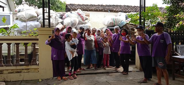 Residents sell their organic and inorganic waste at a waste bank in Ngadirejo village, Sukoharjo regency, Central Java province. Courtesy Serono Arief Wijaya, ProKlim Ngadirejo