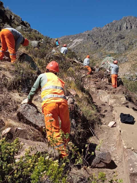Women from San Pedro de Casta participate in the restoration of water infiltration channels, removing clay used in the process to recover water sources in the Andean highlands, some 90 kilometres from Lima, Peru. CREDIT: Courtesy of Alberto Pérez
