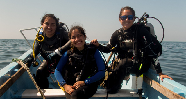 Marine biologist Johanna Segovia (L) and her team carry out research in the waters of the Los Cóbanos National Protected Area in the Salvadoran Pacific. The expert says that as the coral reef ecosystem in the area is damaged, the livelihoods of local fishing communities are also affected. CREDIT: Courtesy of Johanna Segovia