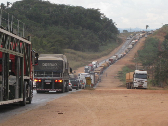 A road in the Brazilian state of Mato Grosso, with an endless line of trucks transporting soy beans and maize for export. The plan is that by 2035 at least 36 percent of freight transport in this continental-sized country will be by rail. CREDIT: Mario Osava/IPS